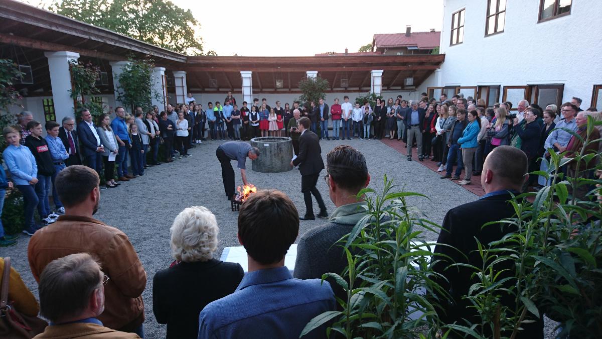 """Beichtgottesdienst am Vorabend der Konfirmationen mit Verbrennung der """"Beichtbriefe"""""""